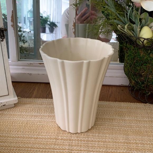 Haeger White Pottery Vase - Excellent